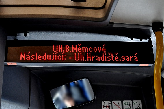 Hlášení zastávek uvnitř autobusu